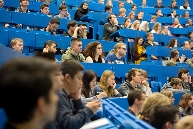 Studierende bei der Einführungsveranstaltung